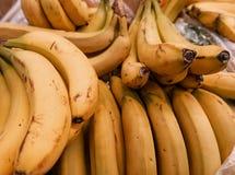 Rijpe bananen in wandelgalerij Stock Foto