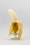 Rijpe die banaan op witte achtergrond wordt geïsoleerd stock fotografie