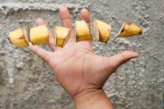 Rijpe die banaan in plakken wordt gesneden royalty-vrije stock fotografie