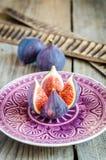 Rijpe fig.: dwarsdoorsnede en gehele vruchten Royalty-vrije Stock Afbeelding