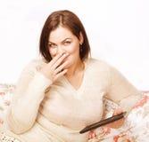 Rijpe glimlachende dicht omhoog geïsoleerde vrouw Stock Afbeelding
