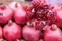 Rijpe granaatappels. Stock Foto's