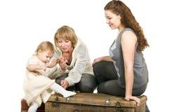 Rijpe grootmoeder, jonge moeder en dochter royalty-vrije stock foto's