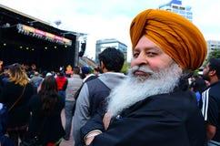 Rijpe Indische mens die Diwali-festival in Auckland, Nieuwe Ze vieren Royalty-vrije Stock Foto