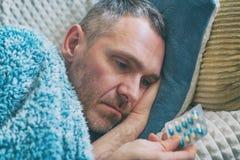 Rijpe mens die aan depressie lijden royalty-vrije stock foto