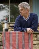 Rijpe Mens en Wijn Royalty-vrije Stock Foto