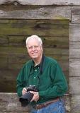 Rijpe mens met camera royalty-vrije stock afbeelding