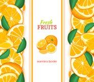 Rijpe oranje verticale naadloze grens Vectorillustratiekaart met samenstellings Sappige verse mandarin vruchten plak, blad Royalty-vrije Stock Foto's