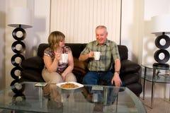 Rijpe paar het drinken koffie. royalty-vrije stock foto