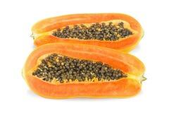 Rijpe papaja op witte achtergrond Stock Foto's