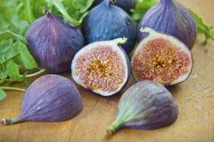 Rijpe purpere fig. in de keuken Royalty-vrije Stock Foto's
