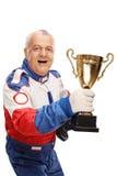 Rijpe rennende kampioen die een trofee houden royalty-vrije stock afbeeldingen