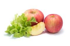 Rijpe rode appel en Verse de bladerenbos van de slasalade Stock Foto's