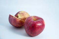 Rijpe rode appel op een lichte achtergrond Royalty-vrije Stock Fotografie
