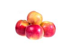 Rijpe, sappige appelen op een witte achtergrond Vitaminedieet voor gewichtsverlies Stock Afbeeldingen