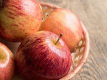 Rijpe sappige rode appelen Stock Fotografie