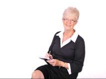 Rijpe Secretaresse die nota's neemt Stock Foto