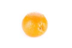 Rijpe sinaasappel die op wit wordt geïsoleerd Royalty-vrije Stock Foto