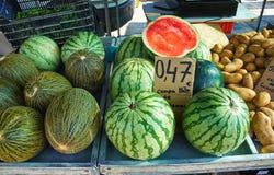 Rijpe smakelijke watermeloenen op Zondagmarkt in Spanje, Mercadillo DE Campo DE Guardamar Royalty-vrije Stock Fotografie