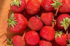 Rijpe verse organische fruit van de aardbei het rode bes, stock afbeelding