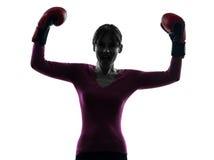 Rijpe vrouw met bokshandschoenensilhouet Stock Foto