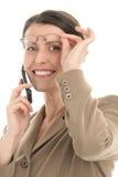Rijpe vrouw met mobiele telefoon Royalty-vrije Stock Foto's