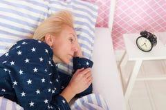 Rijpe vrouw met slapeloosheid Stock Afbeelding