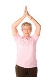 Rijpe vrouw in yogapositie Stock Afbeeldingen