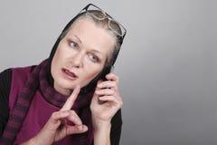 Rijpe vrouwen op de telefoon Stock Afbeelding