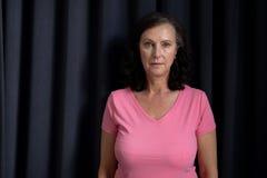 rijpe vrouwen in roze voor borstkanker Royalty-vrije Stock Afbeeldingen
