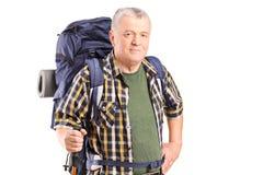 Rijpe wandelaar die een wandelingspool houden Royalty-vrije Stock Foto