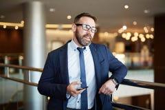 Rijpe Zakenman in de Bureaubouw royalty-vrije stock foto's