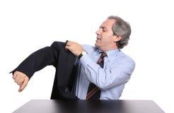 Rijpe zakenman die een jasje draagt stock foto's