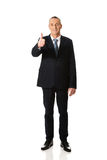 Rijpe zakenman die o.k. teken gesturing Royalty-vrije Stock Foto's