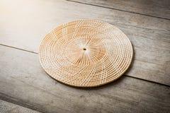 Rijs placemat op houten lijst royalty-vrije stock foto's