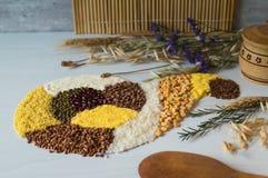 Rijst, boekweitkorrel, graan, erwt, griesmeel en linze stock fotografie