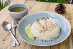 Rijst die met kippensoep wordt gestoomd Stock Foto's
