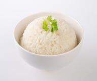 Rijst die op wit wordt geïsoleerd? Stock Foto
