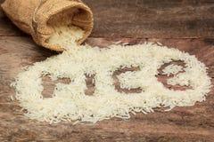 Rijst in kleine jutezak Stock Afbeeldingen