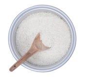 Rijst in kooktoestelpot met houten lepel Stock Afbeelding