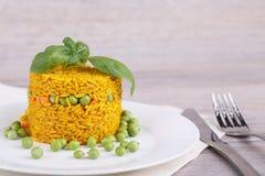 Rijst met groene erwten Stock Foto's