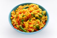 Rijst met groenten in een blauwe kom royalty-vrije stock afbeelding