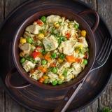 Rijst met kip en groenten Royalty-vrije Stock Afbeeldingen