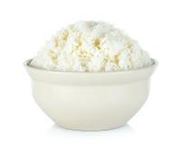 Rijst met kom op de witte achtergrond wordt geïsoleerd die Royalty-vrije Stock Fotografie