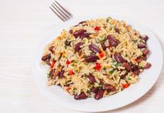 Rijst met rode bonen en groenten Stock Foto's