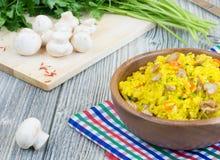 Rijst met saffraan en champignons Royalty-vrije Stock Foto's