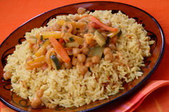 Rijst met vlees en plantaardige saus Stock Afbeelding