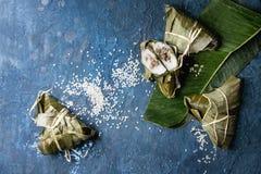 Rijst piramidal bollen stock foto