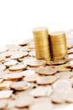 Rijstapel muntstukken op vele muntstukkenachtergrond Stock Fotografie