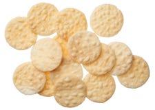 Rijstcrackers op witte achtergrond worden geïsoleerd die stock afbeelding